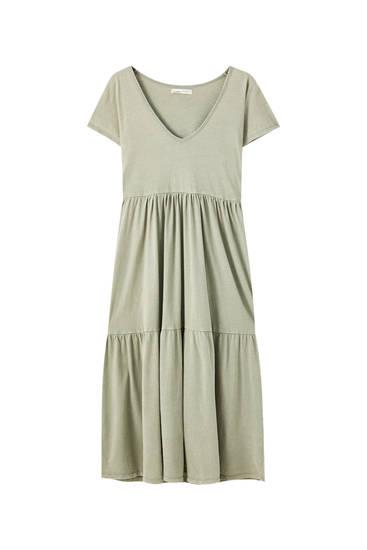 Μίντι φόρεμα με λωρίδες και λαιμόκοψη V