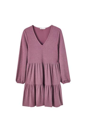 Mini šaty sdetailem prošitého švu adlouhými rukávy