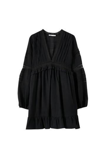 Φόρεμα με λαιμόκοψη V και πιέτες