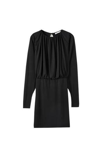 Φόρεμα με σούρες και ανοιχτή πλάτη
