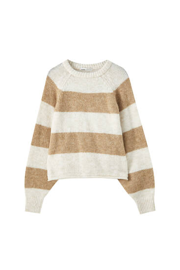 Cropped sweater with raglan sleeves