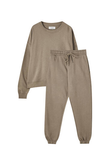 Brown sweatshirt and trousers pack