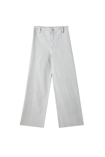Cropped trousers with no side seam