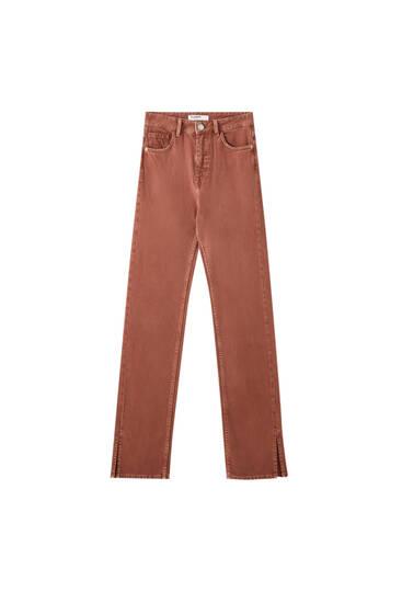 Gerade geschnittene Hose mit Schlitz am Saum