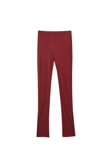 Basic maroon leggings with slit detail