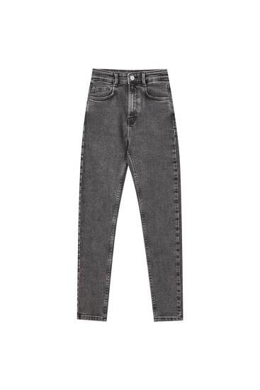 Úzké džíny svysokým pasem