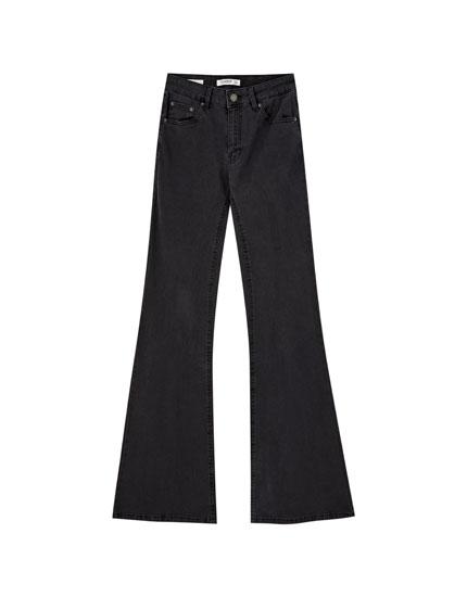 Базовые расклешенные джинсы