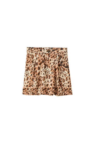 Leopard print darted Bermuda shorts