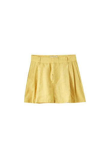 Flowing shorts with dart details