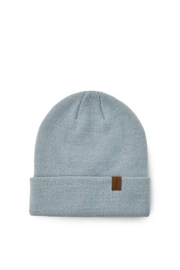 Basic beanie with embroidered label