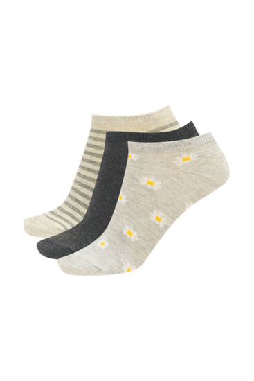 Pack of daisy print ankle socks