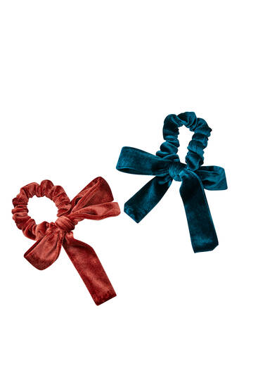 Pack of 2 velvet scrunchies with bows