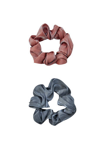 Pack of scrunchies in satin fabric