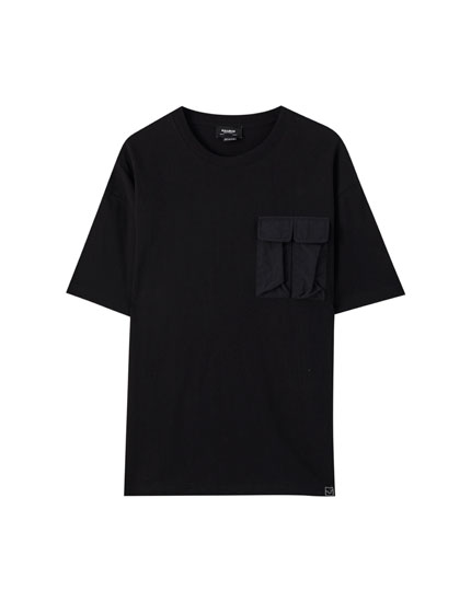 Oversize T-shirt with flap pocket