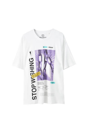 "White T-shirt with ""Stop washing"" slogan"
