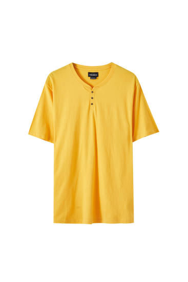 Camiseta cuello panadero detalle botones