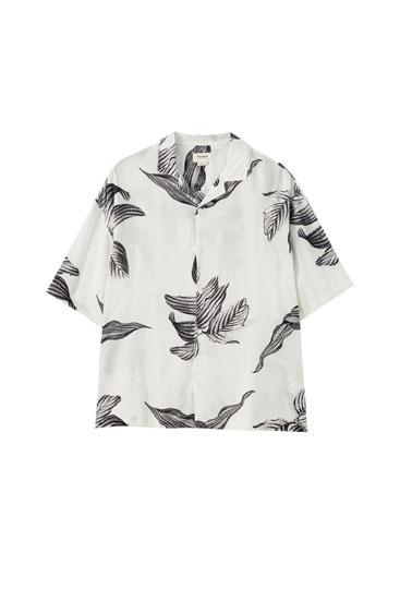 Yaprak desenli gömlek