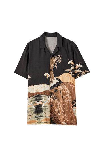 Camisa negra amb estampat de muntanyes