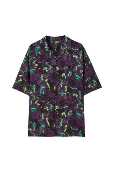 Violets krekls ar kontrastējošu apdruku