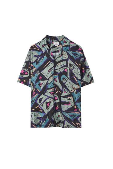 Contrast geometric print shirt