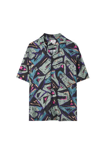 Camisa print geométrico contraste