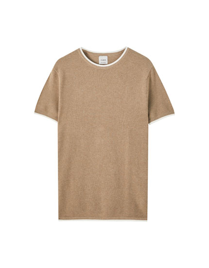Short sleeve sweater with contrasting neckline