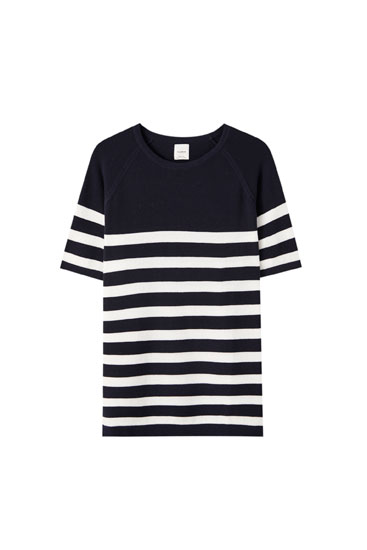 Short sleeve sweater with horizontal stripes