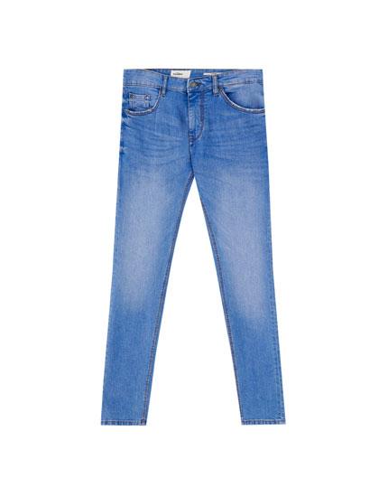 Blaue Basic-Jeans im Skinny-Fit