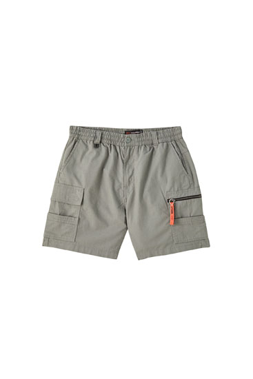 Ripstop cargo Bermuda shorts with STWD charm