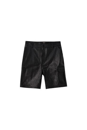 Schwarze Cargo-Bermudashorts aus Leder