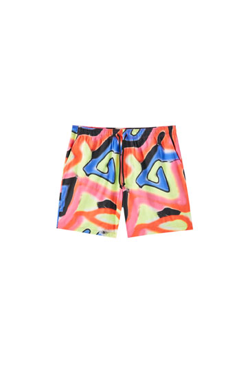 Red Bermuda shorts with multicoloured print