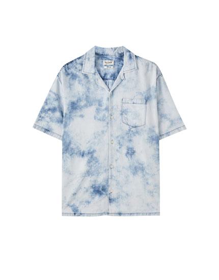 Denim blouse met tie-dyeprint