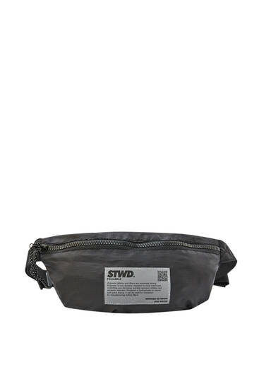 Black belt bag with reflective label