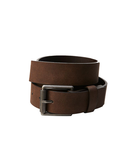 Textured belt with a rectangular buckle