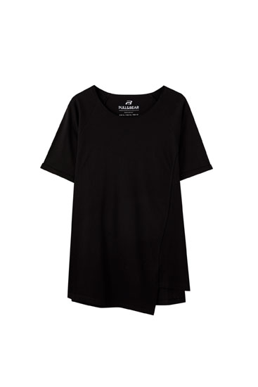 Basic T-shirt with asymmetric hem