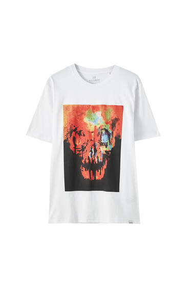 White T-shirt with multicoloured skulls