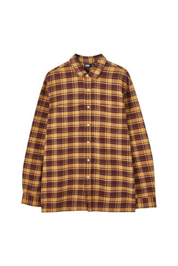 Brunrutig skjorta