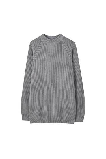 Resårstickad tröja med hög krage