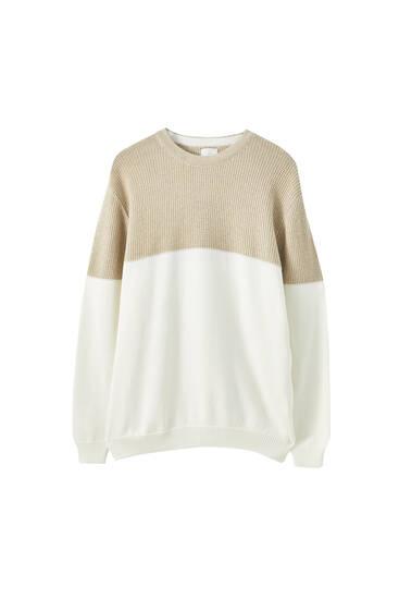 Texturált, kontrasztos pulóver