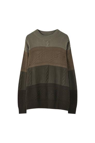 Csavart kötésű, színblokkos pulóver
