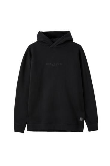 Mīksts džemperis ar izšūtu logotipu