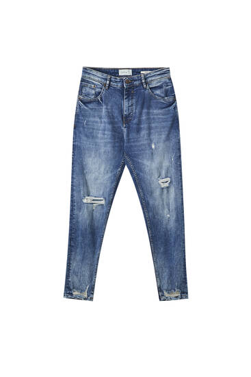 Jeans carrot fit azul oscuro rotos