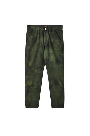 Grüne Hose mit Tie-dye-Print