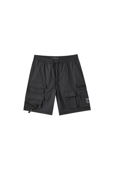 Cargo Bermuda shorts with multiple pockets