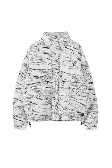 Vatteret jakke med print og lommer