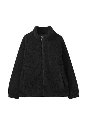 Черная куртка из искусственной овчины