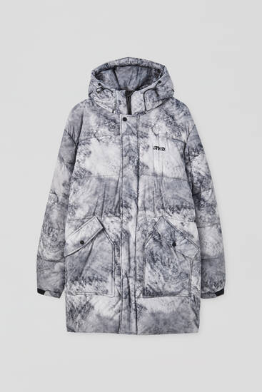 Long puffer coat with a print