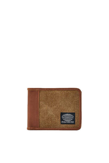 Contrast wallet with embroidered logo