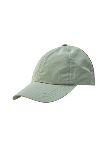 Basic cap with adjustable fastening