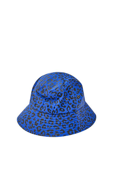 Blauer Bucket-Hat im Leoparden-Look
